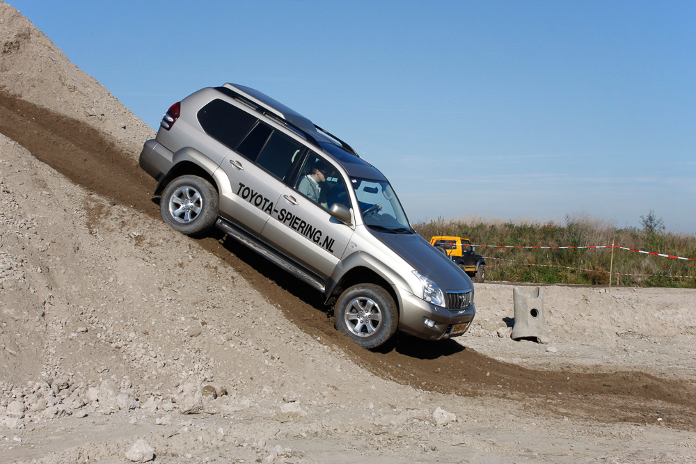 Autotest offroad toyota land cruiser 120 - Tuinmeubilair op een helling ...