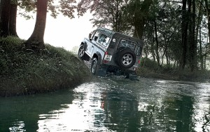 Land RoverDefender 90 doorwading