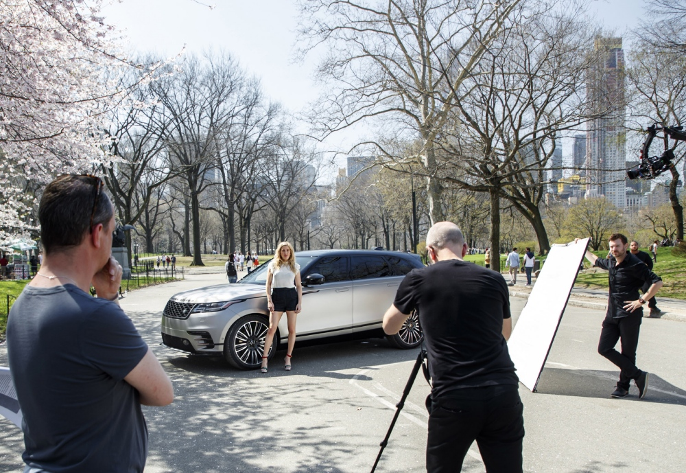range rover velar gelanceerd in new york. Black Bedroom Furniture Sets. Home Design Ideas